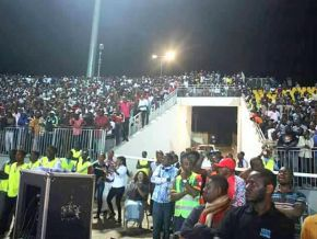 Is it true that the Omnisports Stadium was full for Petit Pays' concert last Saturday?