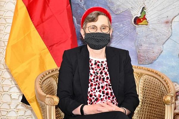 diplomatie-corrina-fricke-a-la-quete-d-une-meilleure-connaissance-du-cameroun