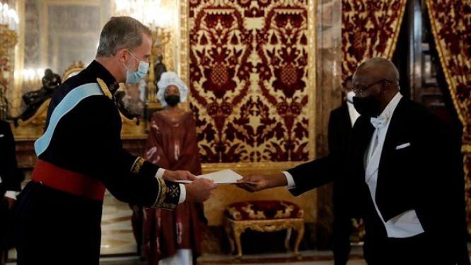 diplomatie-paulin-reliques-yanga-le-nouvel-ambassadeur-du-cameroun-prend-fonction-a-madrid