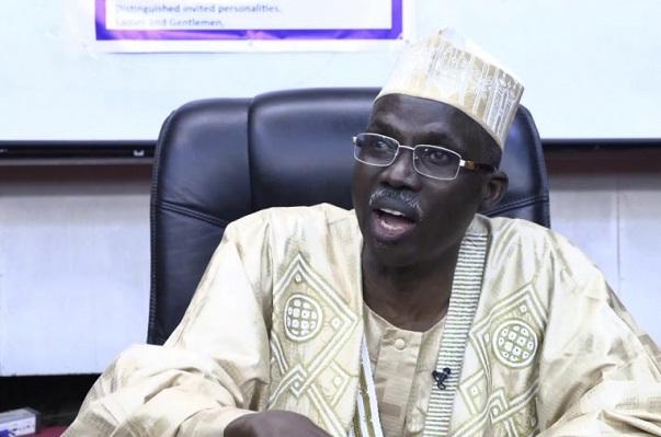 livre-l-ancien-gouverneur-abakar-ahamat-fustige-les-sacres-incompetents-de-la-fonction-publique-incapables-de-rediger-un-discours