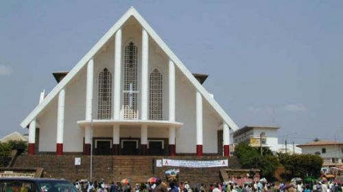 No, Notre-Dame-des-Victoires Cathedral in Yaoundé was not attacked during the morning mass of Dec 17, 2019
