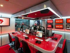 No, this picture does not feature Afrik 2 radio's studio