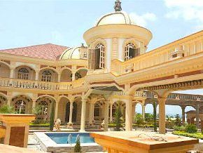 It is said that the former Director of Budget, Felix Samba, is the owner of a castle worthy of the Arabian tales in Yaoundé