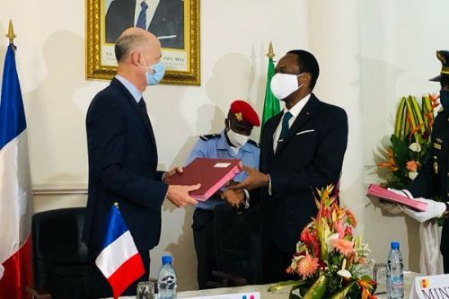 cameroon-reaches-new-military-deal-with-france