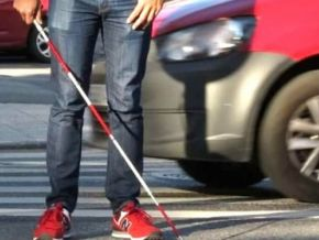 Does a red and white cane mean the holder is deafblind?