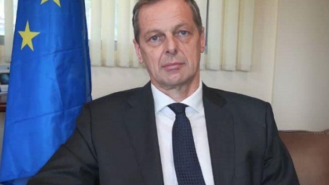 sur-twitter-l-ambassadeur-de-l-ue-au-cameroun-critique-un-projet-d-hotel-de-region-propose-par-le-feicom