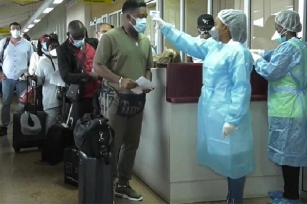 covid-19-pour-eviter-une-nouvelle-importation-de-la-maladie-le-dispositif-sanitaire-renforce-a-l-aeroport-de-yaounde