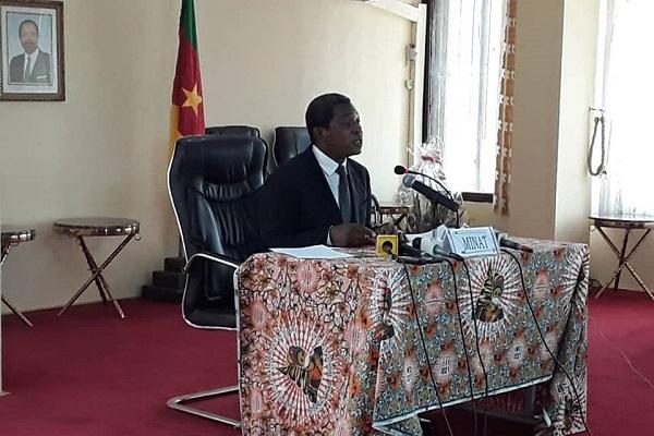 en-depit-de-la-loi-le-ministre-atanga-nji-suspend-la-vente-des-armes-d-auto-defense