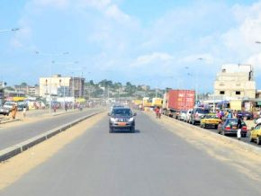 Yes, trucks are forbidden from moving along the Eastern entrance road of Douala at set times