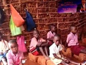 No, this picture of children in a flooded classroom was not taken in Cameroon