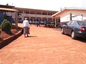 No, there was no fight between a student's parent and an overseer at Ekorezok bilingual school