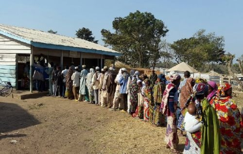 garoua-boulai-cameroon-overwhelmed-by-arrivals-of-car-refugees