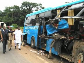 Yes, a Garanti Express bus was involved in a new road accident near Edéa