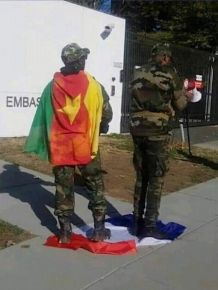 No, these Cameroonian soldiers are not trampling on France's flag in reaction to what Emmanuel Macron recently said about Paul Biya