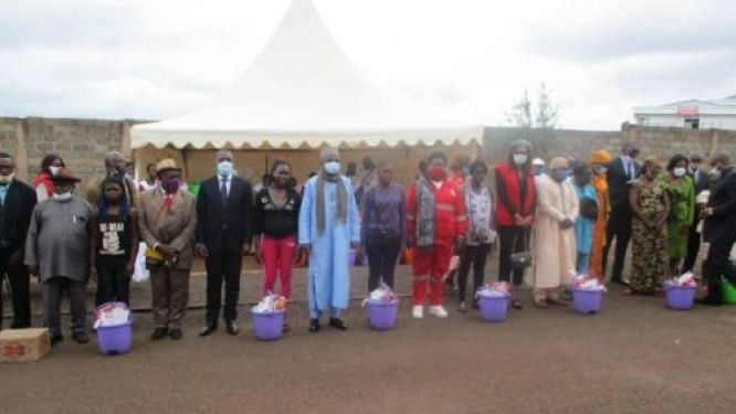 covid-19-cameroon-s-red-cross-offers-2000-kits-to-schools-in-three-regions