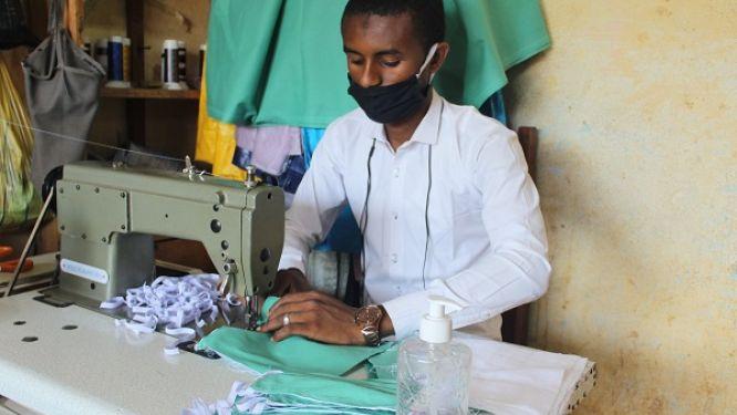 lutte-contre-le-covid-19-pres-de-300-000-masques-pour-les-centrafricains-refugies-au-cameroun