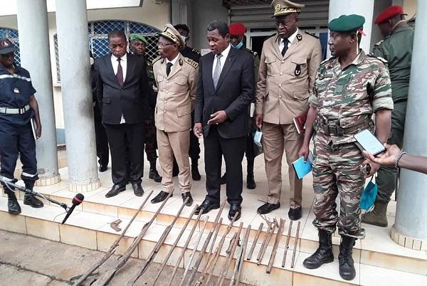 nord-ouest-le-ministre-atanga-nji-encourage-la-collaboration-des-populations-apres-la-decouverte-d-une-cache-d-armes-a-wum