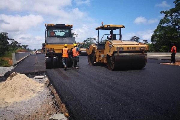 travaux-routiers-le-ministre-nganou-djoumessi-sanctionne-une-dizaine-d-entreprises-pour-defaillance