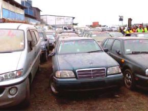 People claim that Cameroon's customs suspects its agents of illegally clearing vehicles