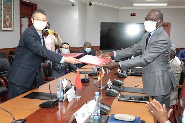 la-chine-apporte-de-35-milliards-de-fcfa-au-cameroun-a-travers-un-don-et-une-annulation-de-dette